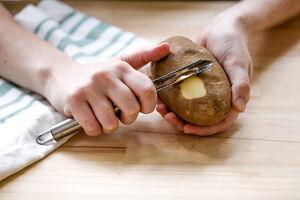 خواص شگفت انگیز پوست سیب زمینی