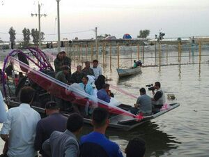 فیلم/ جشن عروسی زوج سیلزده در قایق!