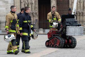 عکس/ ربات آتشنشان در کلیسای نوتردام