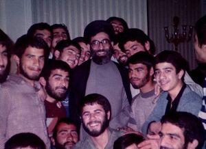 نظر رهبرانقلاب درباره جوانان دوره طاغوت و جوانان انقلاب +عکس
