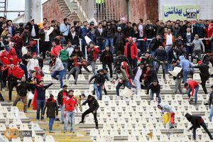 عکس/ تخریب ورزشگاه از سوی هواداران تراکتورسازی
