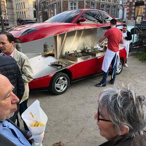 عکس/ خودرویی که تبدیل به بوفه شد