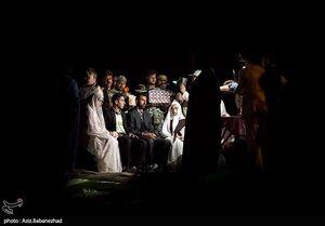 عکس/ برپایی جشن عروسی در یک روستای سیلزده