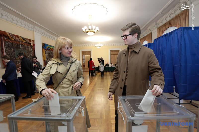 عکس/ پیروزی زلنسکی در انتخابات اوکراین - 8