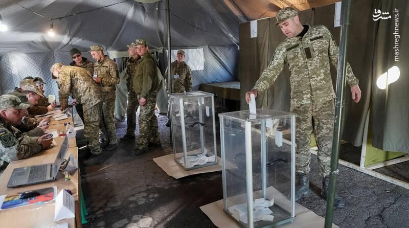 عکس/ پیروزی زلنسکی در انتخابات اوکراین - 11