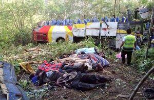 عکس/ سقوط مرگبار اتوبوس به درهای عمیق