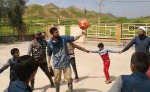 فیلم/ حرکات نمایشی با توپ برای سرگرمی کودکان سیلزده!