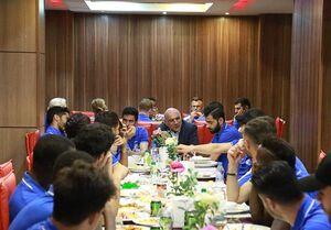 صحبتهای فتحی با بازیکنان استقلال در جلسه فنی +عکس
