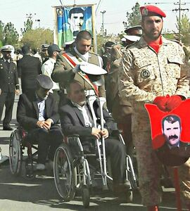 کار زیبای یک سرباز در رژه روز ارتش کرمان +عکس