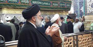 عکس/ حجتالاسلام رئیسی در حرم حضرت معصومه(س)