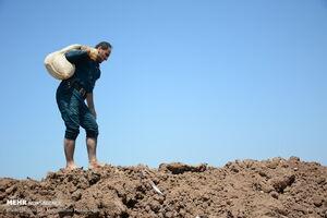 عکس/ ساخت سیل بند در آبادان