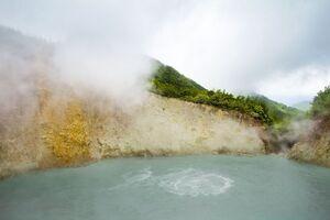 دریاچه ای که شما را آب پز می کند!