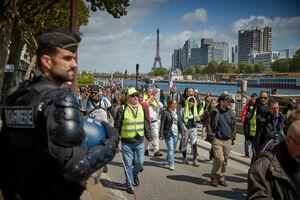 فیلم/ معترضان خشمگین فرانسوی همچنان در خیابان