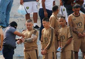 عکس/ مسابقه فوتبال تبهکاران