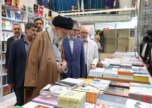 فیلم/ بازدید مقام معظم رهبری از نمایشگاه کتاب