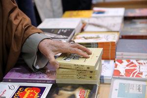 رهبرانقلاب در نمایشگاه کتاب