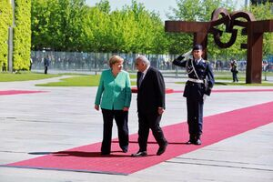 عکس/ استقبال صدر اعظم آلمان از نخستوزیر عراق