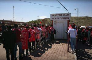 عکس/ ازدحام هواداران تراکتورسازی اطراف ورزشگاه