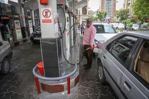 فیلم/ لحظه سرقت از یک خودرو در پمپ بنزین!