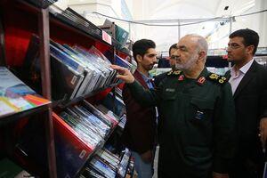 تاکید فرمانده کل سپاه به جوانان برای خواندن کتاب +عکس