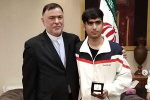 پست معنادار جوان شجاع ایرانی +عکس