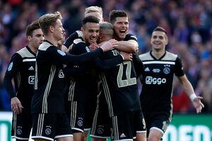 آژاکس اولین جام فصل را فتح کرد