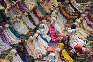 عکس/ اولین نمازجماعت ماه رمضان در اندونزی