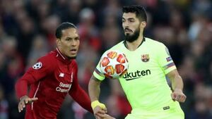 حمله سوارز به بازیکنان خط دفاع بارسلونا