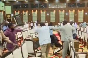فیلم/ کتک کاری در پارلمان سودان!