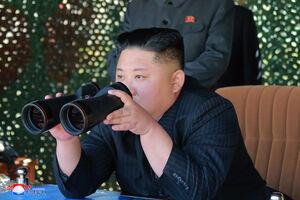 عکس/ آزمایش دو موشک کوتاه برد در کره شمالی