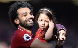 محمد صلاح و همسرش در استادیوم آنفیلد