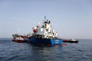 تصاویر جدید از کشتی آسیبدیده در الفجیره امارات