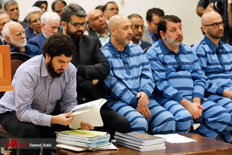 چرا برخی از متهمان با لباس شخصی در دادگاه حاضر میشوند؟