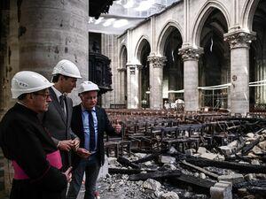 عکس/ نخست وزیر کانادا در کلیسای سوخته نوتردام