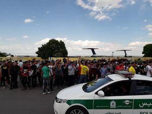 عکس/ استقبال از شاگردان گلمحمدی در فرودگاه مشهد