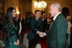 عکس/ اوزیل در مراسم افطاری اردوغان
