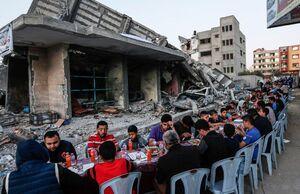 عکس/ افطار در خرابههای غزه