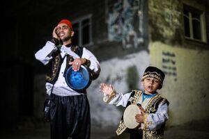 عکس/ آئین بیدارکردن مؤمنین در سحرهای رمضان