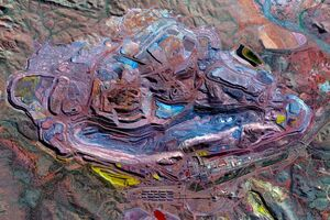عکس/ نمایی رنگارنگ از معدن سنگآهن