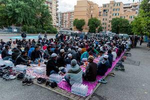 عکس/  سفره افطار مسلمانان در ایتالیا