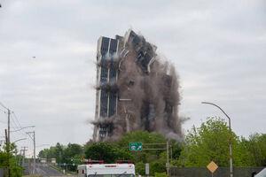 تخریب برج ۲۱ طبقه در چند ثانیه