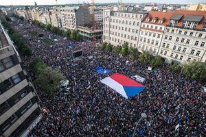 عکس/ تظاهرات دهها هزارنفر در جمهوری چک