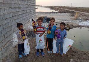 عکس/ هدیه متفاوت کودکان لبنان و سوریه به سیلزدهها