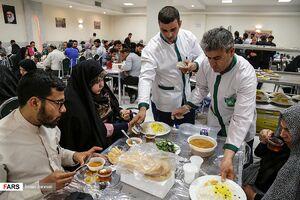 عکس/ سفره افطار در حرم رضوی