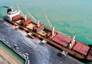 صف کشتیهای خارجی در بندر امام برای تخلیه کالای اساسی + فیلم