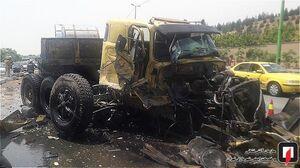 عکس/ تصادف شدید تریلی و کامیون حمل روغن