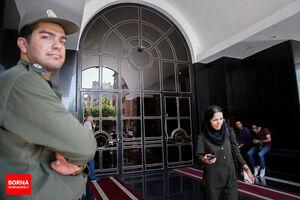 نجفی در دوربین آسانسور محل قتل همسر دومش دیده شد!