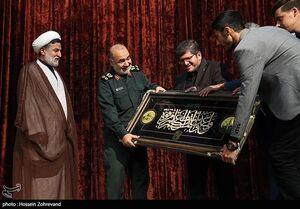 عکس/ تجلیل از دانشجویان شاهد با حضور فرمانده کل سپاه