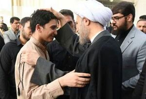 عکس/ حضور حجت الاسلام دژکام در منزل مرحوم خرسند