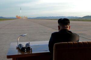 """فیلم/ بازدید""""اون"""" از مراکز موشکی کره شمالی"""